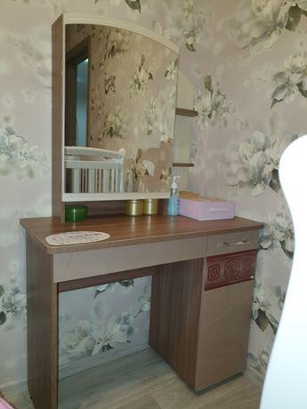 Продаю туалетный столик меб.фирма Витра