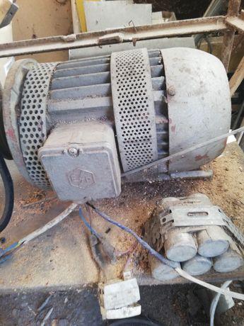 Motor electric trifazic dar merge și monofazic