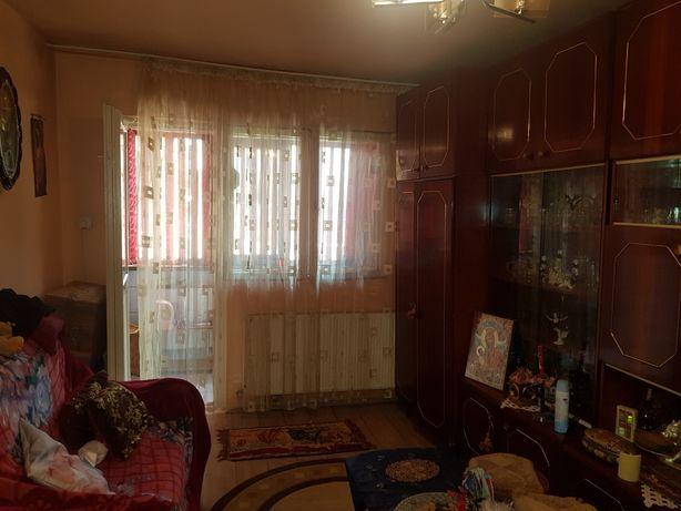 Vând sau schimb apartament cu două camere.