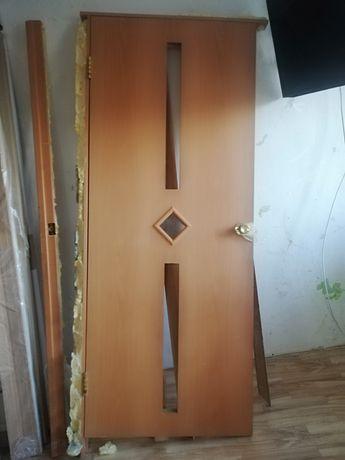 Продам двери бу. Полотно короб и бу наличие и навесы.
