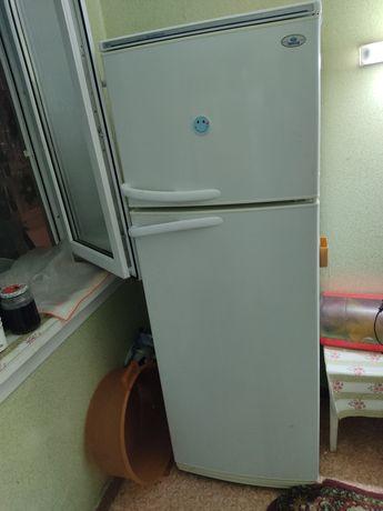 Холодильник на запчасти. Не работает холодильная часть.