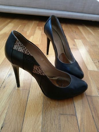 Елегантни кожени обувки с висок ток