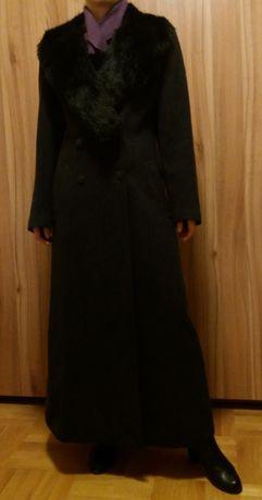 Дамски балтон с пухкава яка