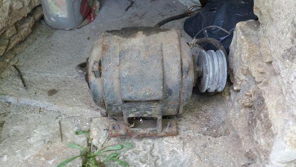 Трифазен електромотор към него има подвързано с кабел пе.ве.