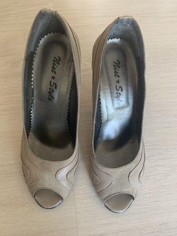 Vand pantofi stileto(37) deschisi in fata..