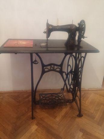 Masina de cusut Naumann veche de peste 100 de ani