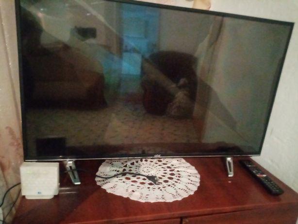 Продам телевизор на разбор