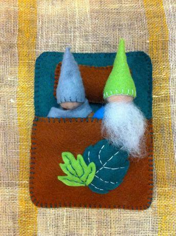 Gnomi de padure confectionati din fetru, pedagogia Waldorf