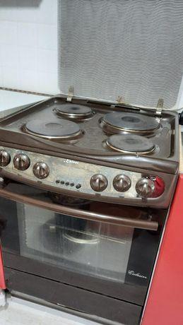 Продам электрическая плита вместе с вытяжкой