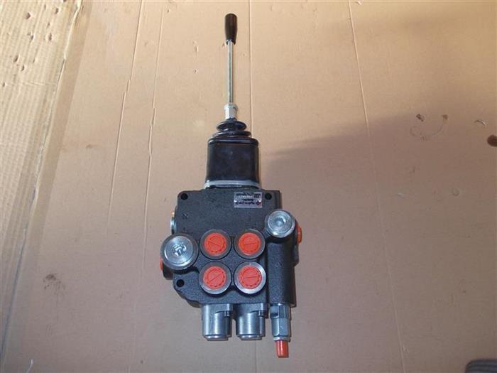 "Distribuitor hidraulic 2 manete 80 litri 1/2"" cu joystick 4 comenzi Ramnicu Valcea - imagine 1"