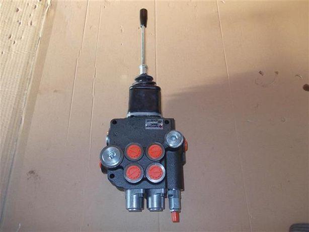 "Distribuitor hidraulic 2 manete 80 litri 1/2"" cu joystick 4 comenzi"