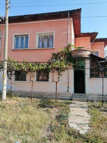 Къща с голям двор ,в село Бежаново /ловешко/