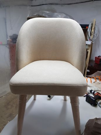 Продам два стула новые