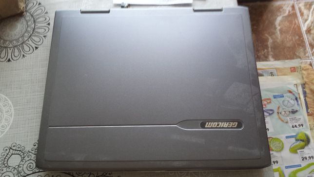 Vand Laptop Gericom perfect functional ,instalate XP si Win7