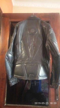 Продавам кожено моторджийско яке