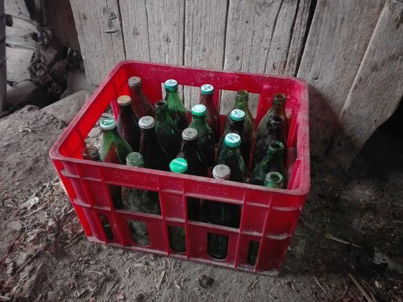ретро каси с бирени бутилки и лимонадени