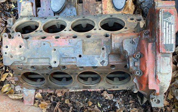 Блок Двигател Дойц 8 цилиндров
