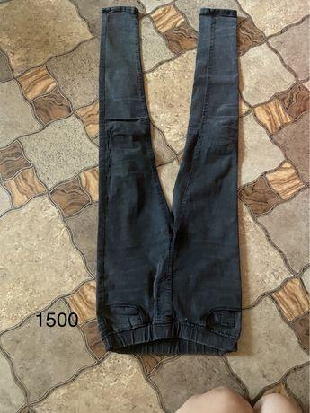 Продам джинсы и брюки школьные