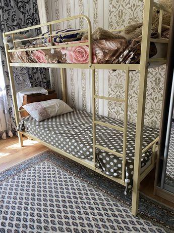 Двухъярусная кровать с мастрасами