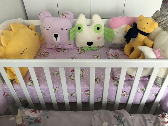 Декоративни бебешки възглавници и спални комплекти