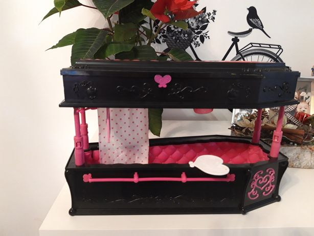 Monster Hight pat coșciug