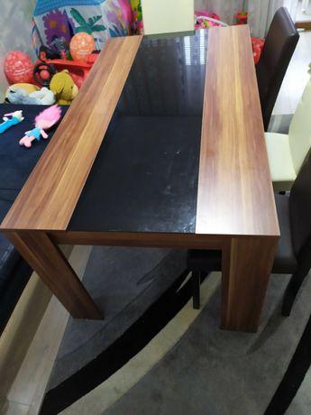 Трапезна маса без столове