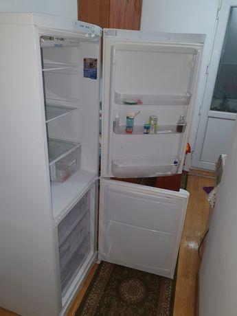 Продается холодильник Indesit