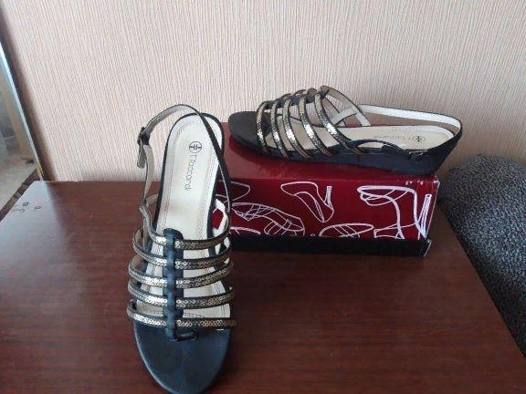 Женская обувь и шапка
