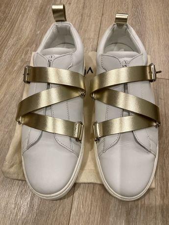 Чисто нови обувки Valentino