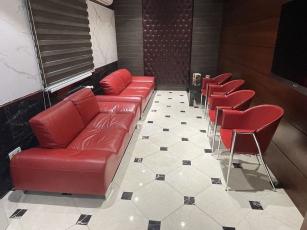 Продам комплект из  2 диванов и 4 стульев