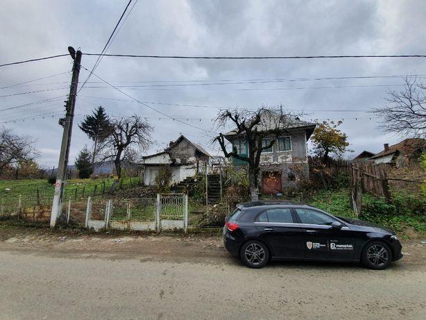 vinzare casa batrineasca + terenuri