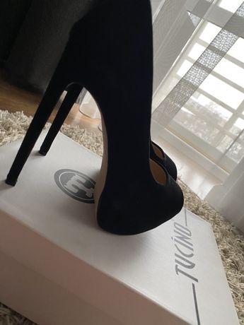 Продам замшевые туфли и новые балетки кожа