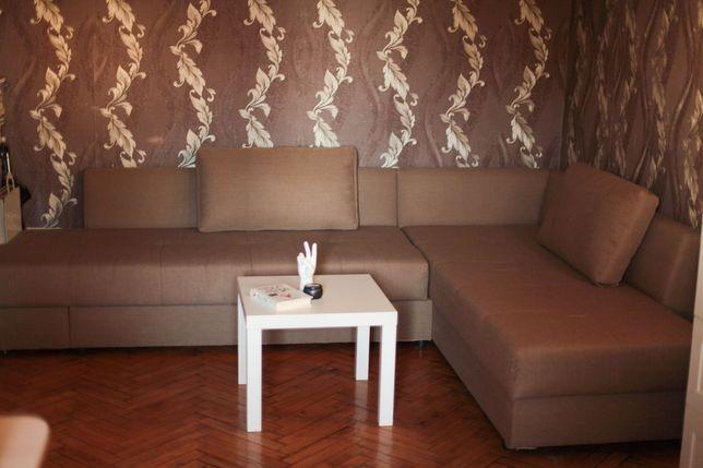 Угловой диван в хорошем состоянии