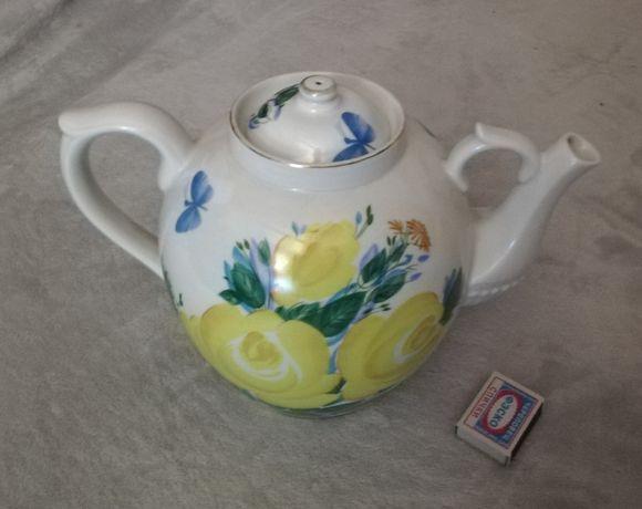 Продам фарфоровый чайник