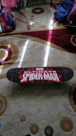 Vand skateboard Decathlon -model Spiderman-doar 80 RON