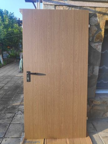 Блиндирана входна врата