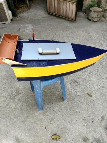 Рибарска лодка за захранка с дистанционно управление