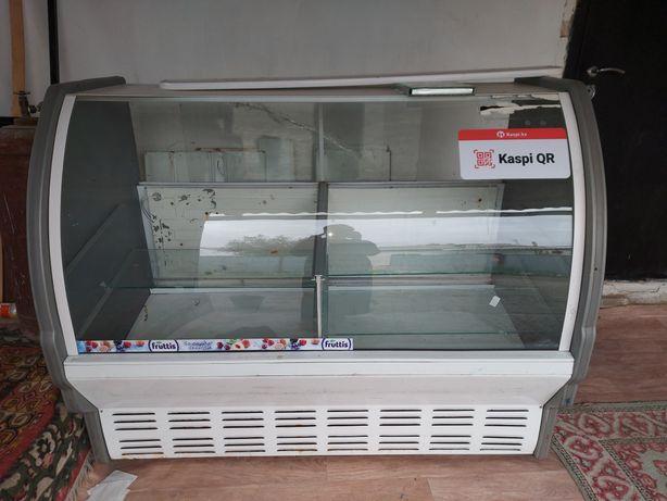Витрина холодильник продаётся 200 000 торг есть