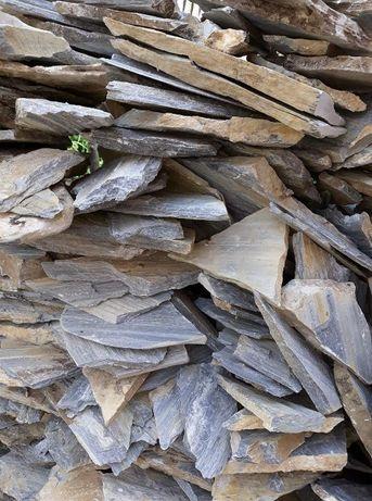 Vând piatra naturala decorativa, ornamentala pentru placat sau pavaj.