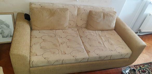 Продавам диван с два фотьойла в много добро състояние
