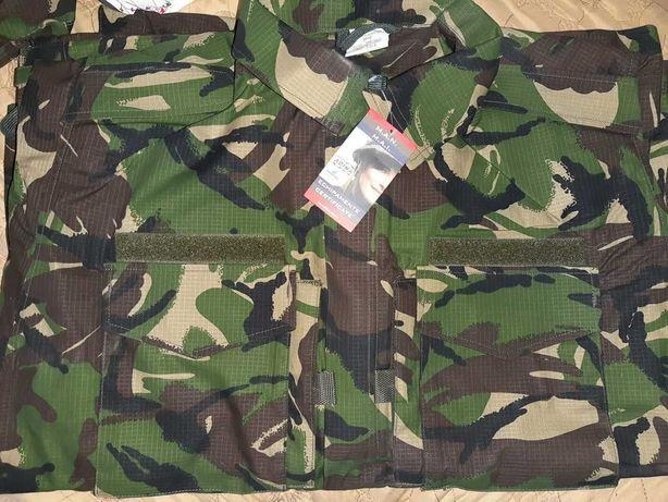 Vând haine militare