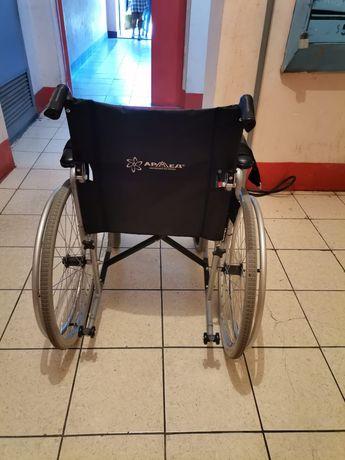 Кресло-коляска предназначена для передвижения больных