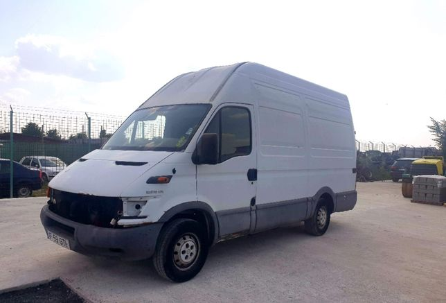 Iveco Daily 35 S 10, 2.3 hpi, an 2006, inmatriculat in Romania, 3.5 t