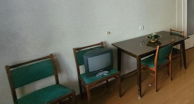 Стол лакированный раздвижной, стулья