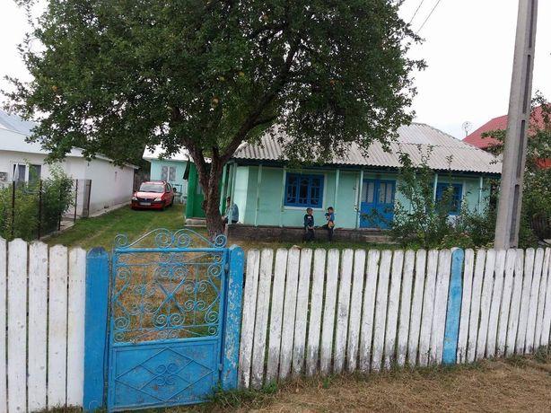 Vând casa bătrânească + anexa + teren