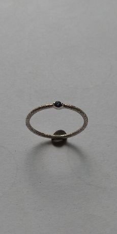 Златен пръстен с гранат