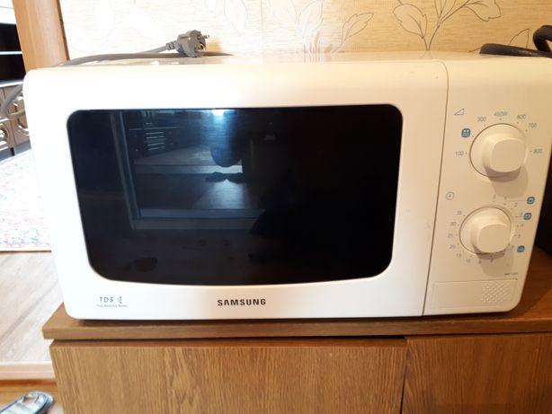 Продаем микроволновую печь