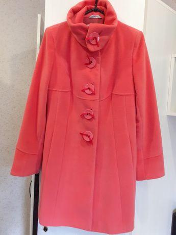 Продам пальто 46рновая