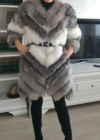 Vând haină de blană