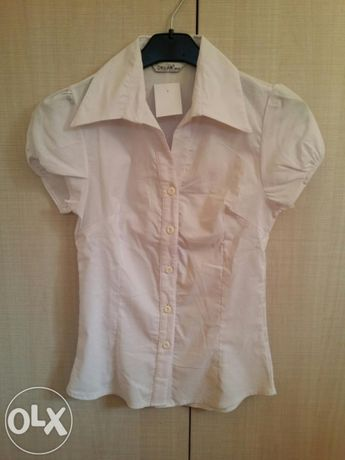 Бяла вталена дамска риза с къс ръкав